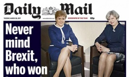 Theresa May y Nicola Sturgeon, reducidas a un par de piernas por el Daily Mail