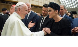 Katy Perry y Orlando Bloom confirman que han vuelto ante el Papa